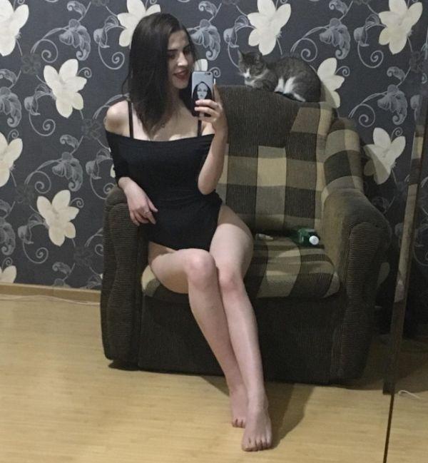Момиче по бельо